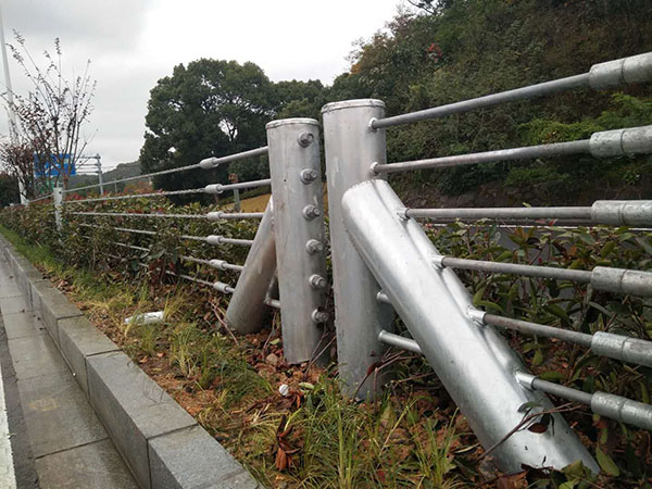 柔性防撞护栏